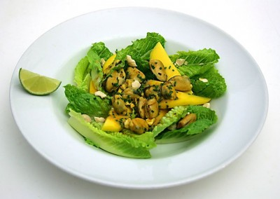 Gary Rhodes – Spiced crème fraiche mussels with a nutty mango and cos heart salad